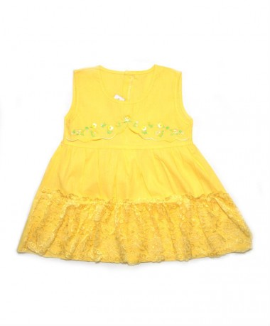 Yellow dress with lace pattern